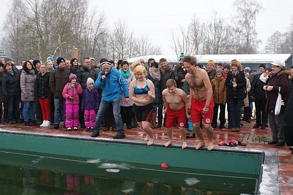 Nur die harten neujahrsschwimmen in immenreuth for Dietmar haas